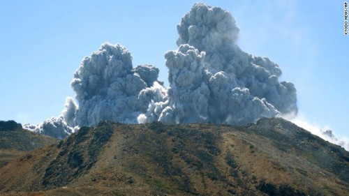 140927120648-japan-volcano-10-ap895457400033-horizontal-gallery